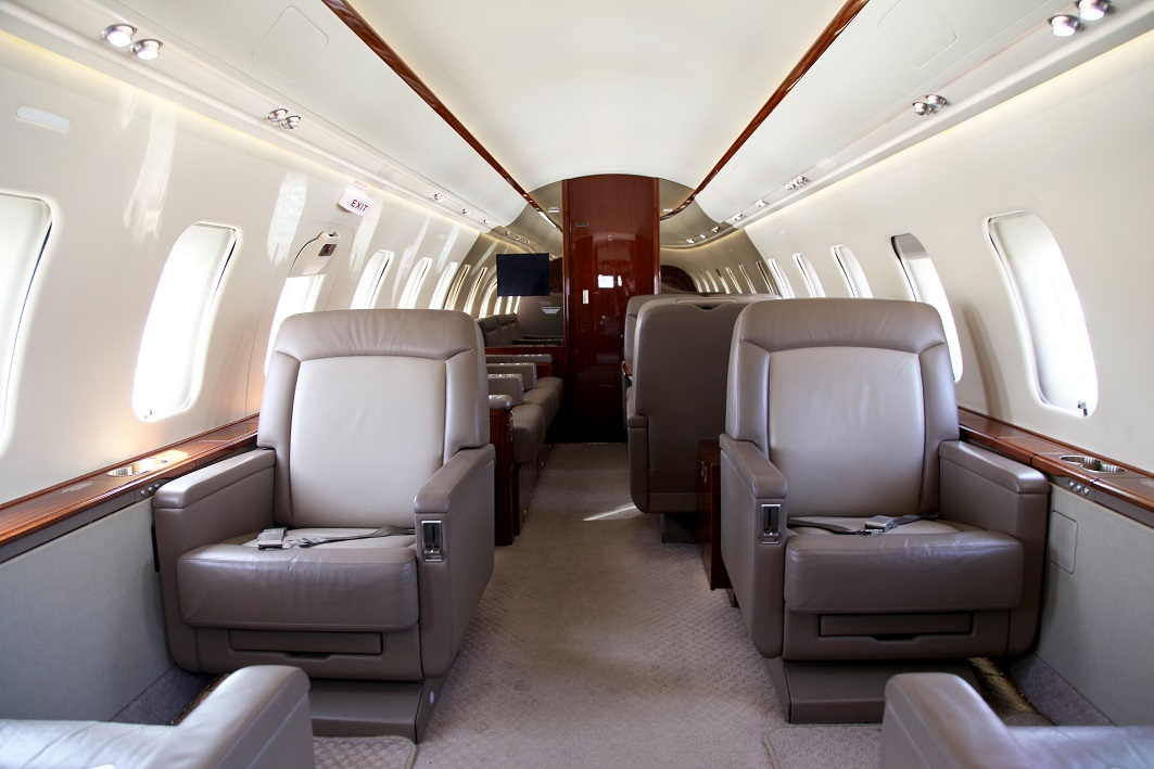 Challenger-605_Interior.jpg